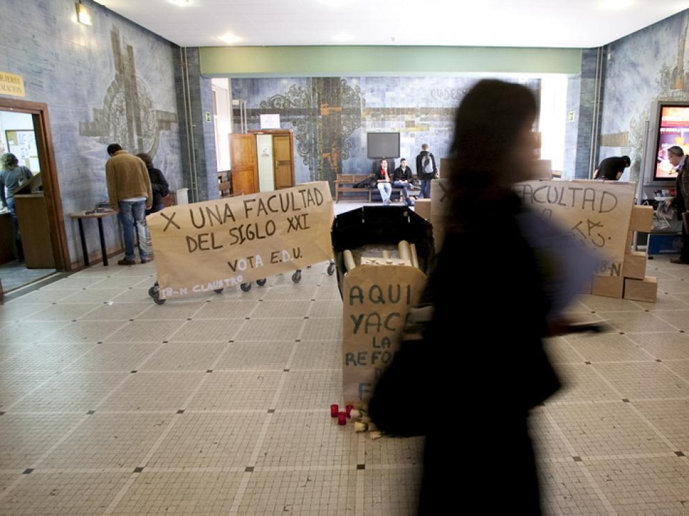 Protestas por el mal estado del edificio de Filosofía y Letras