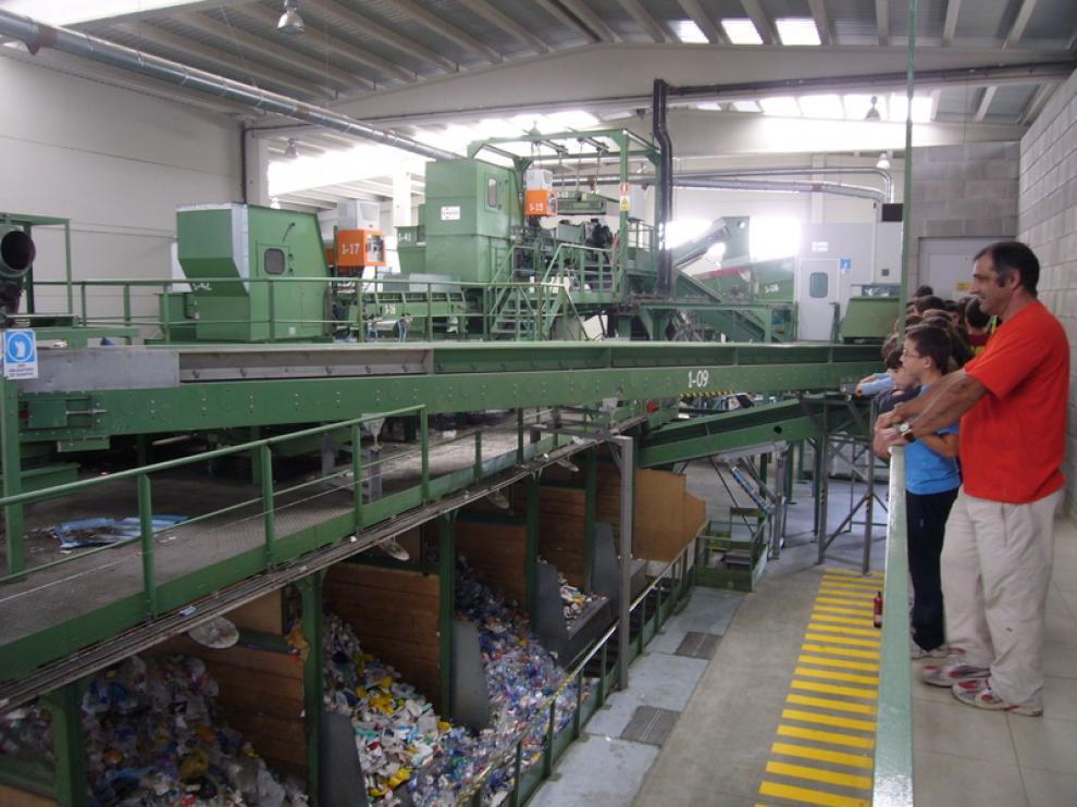 Visitas guiadas a la planta de tratamiento de envases que organiza la Comarca de la Hoya de Huesca.