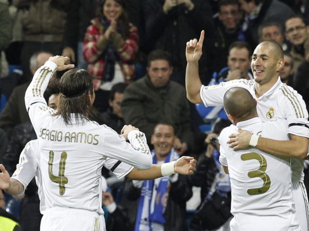 Los jugadores del Real Madrid celebran uno de sus goles