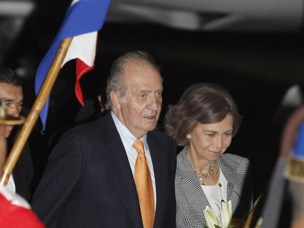 Los Reyes, en su llegada al aeropuerto de Asunción (Paraguay).