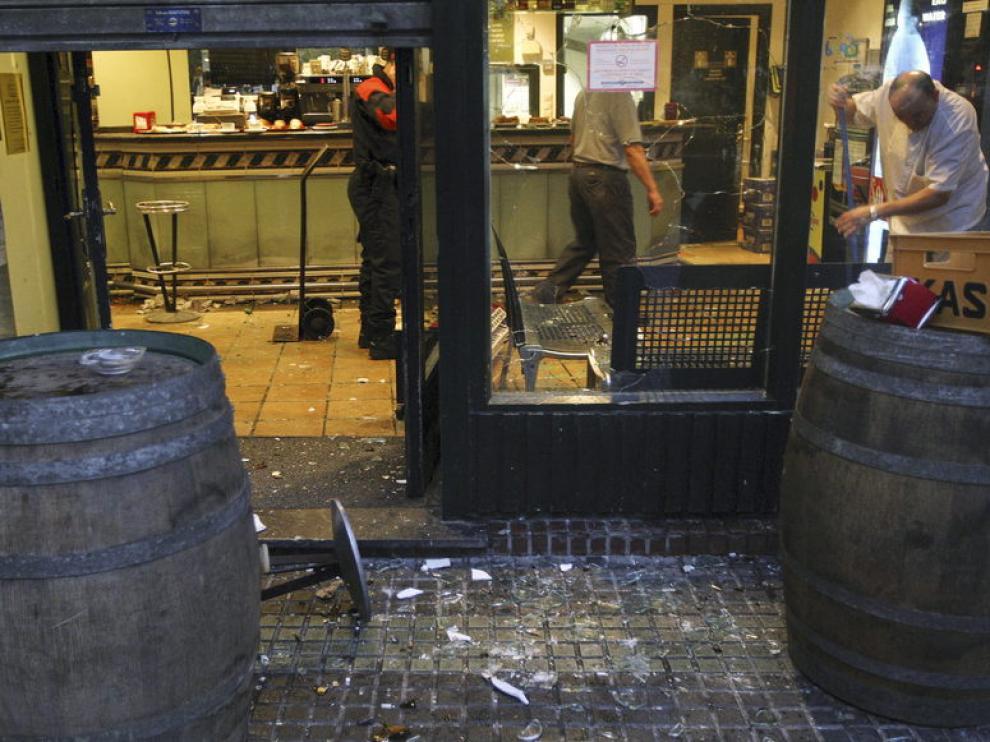 Estado de un bar destrozado por aficionados madridistas