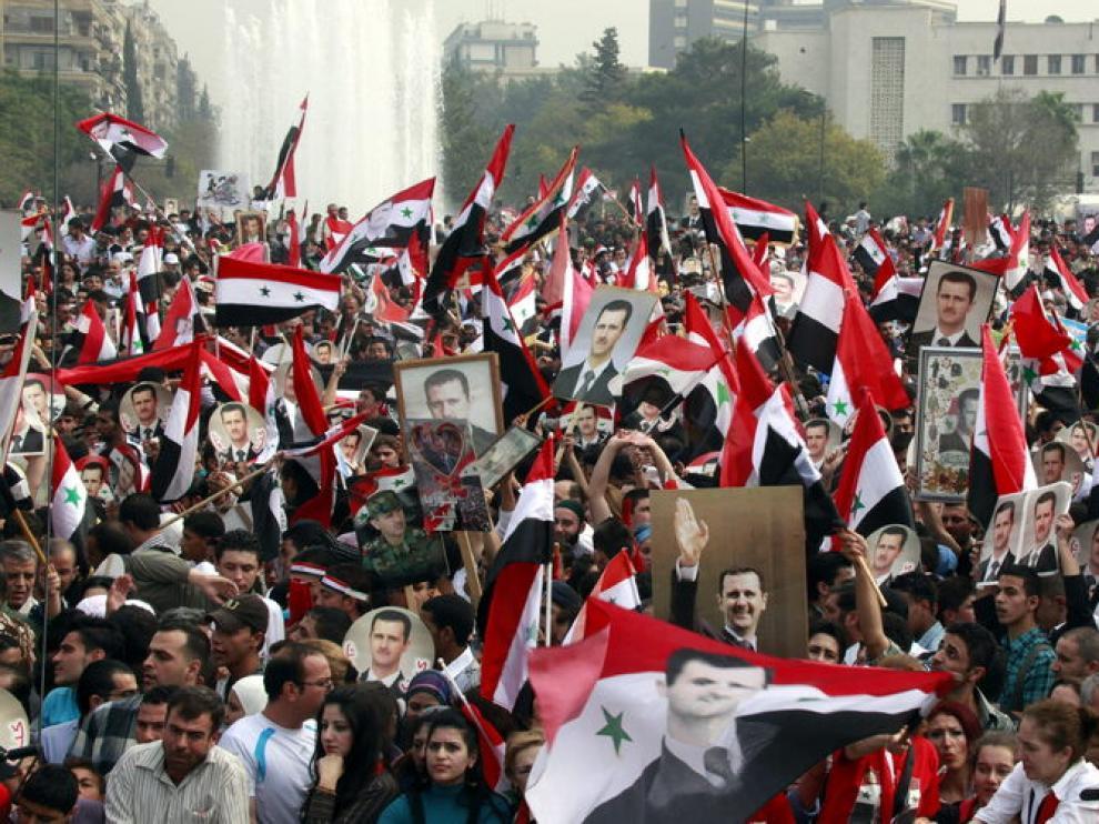 Sirios participan en una concentración de partidarios del presidente Bachar al Asad
