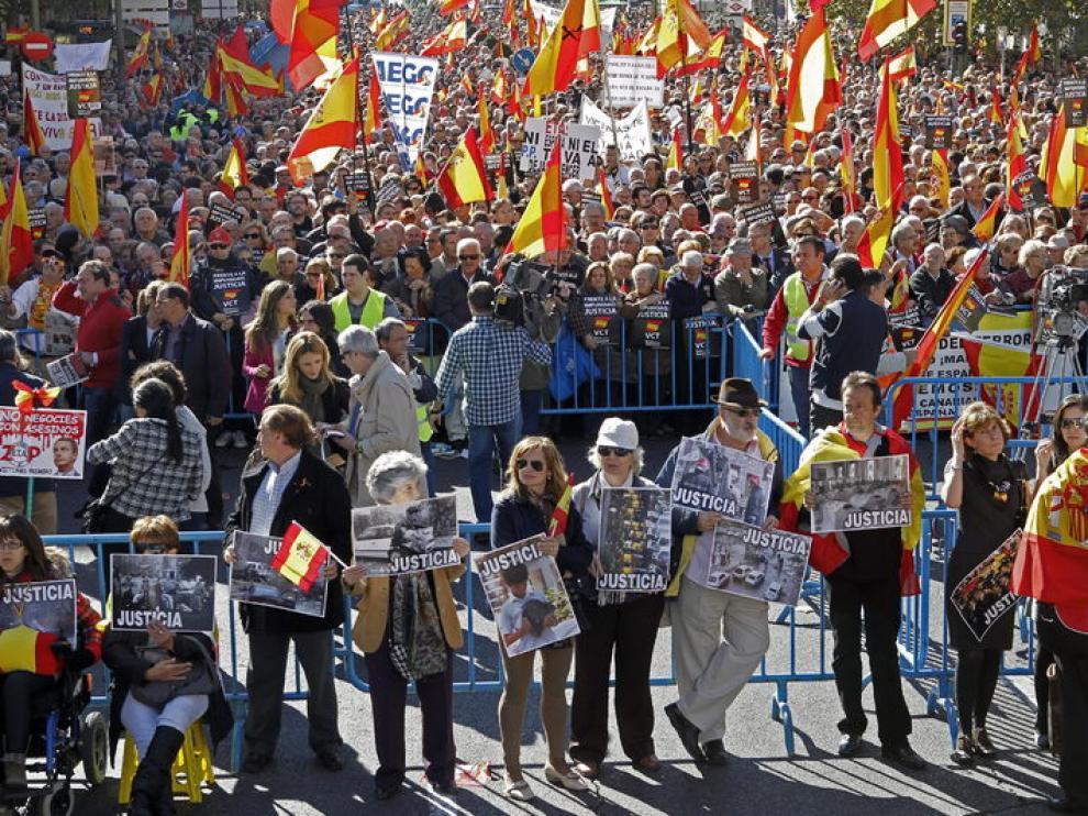 """Concentración organizada hoy en Madrid por la asociación Voces contra el Terrorismo con el lema """"Frente a la impunidad, Justicia"""""""