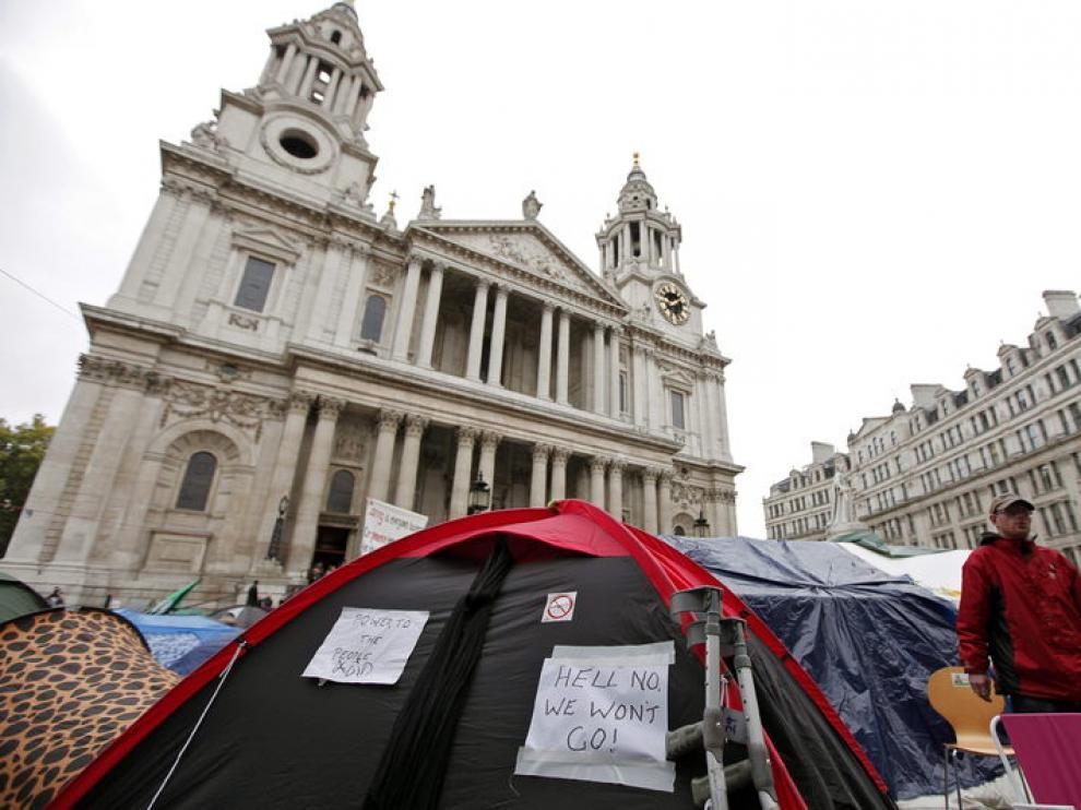 El campamento levantado ante la catedral de Londres.