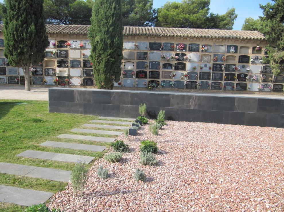 El jardín de cenizas del cementerio de Torrero.