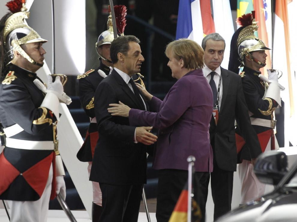 Encuentro entre Merkel y Sarkozy a su llegada a la Cannes