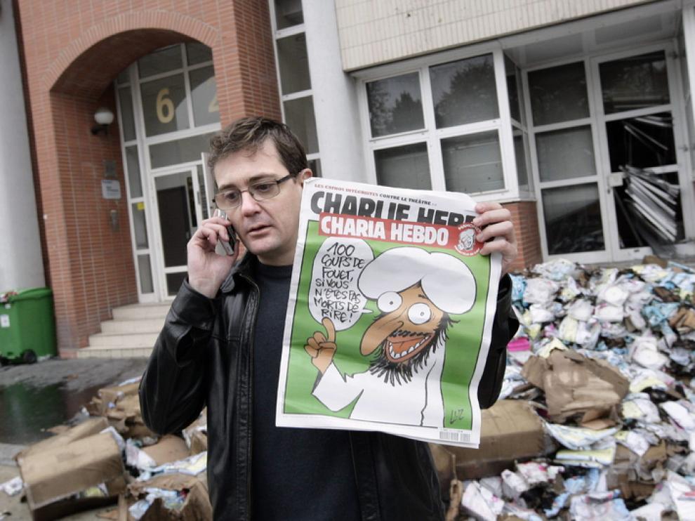 La sede de la revista fue atacada tras publicar en su portada una caricatura de Mahoma