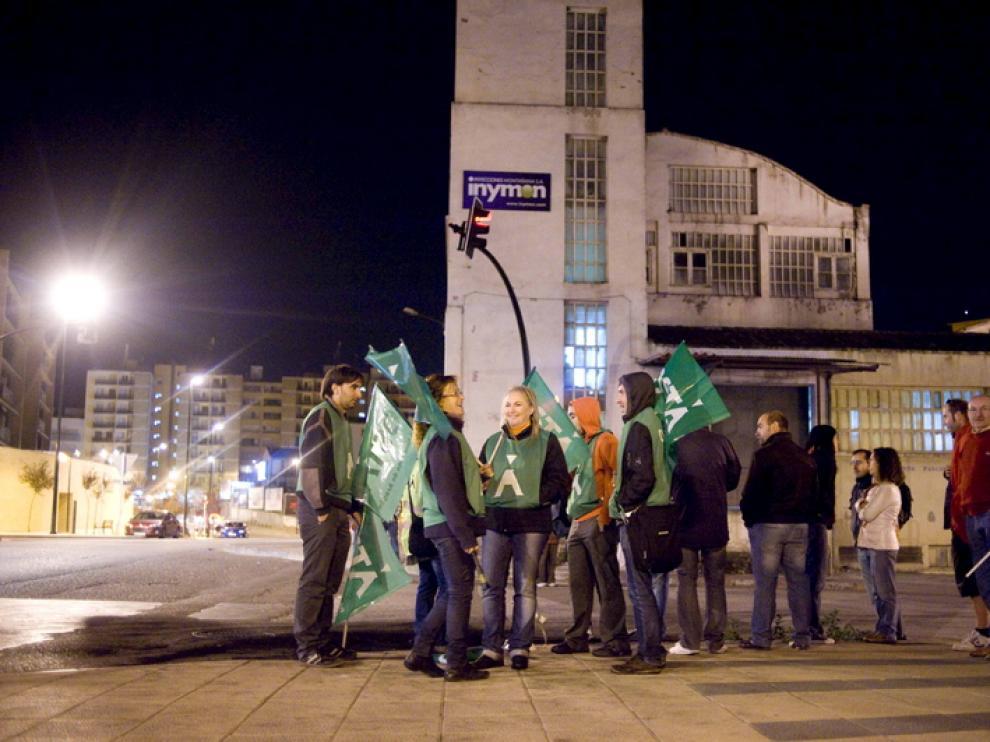 Imagen de archivo de trabajadores frente a la fábrica de Balay