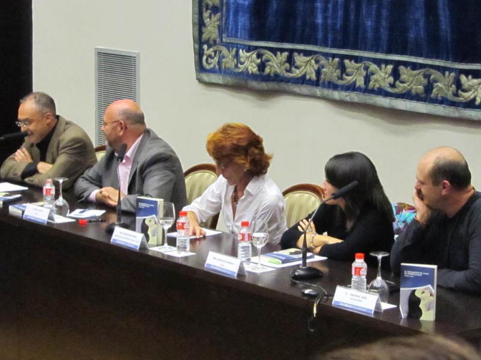 De izquierda a derecha, Javier Rueda, Antón Castro, Concha Lomba, Almudena Vidorre y Chuse Raúl Usón.