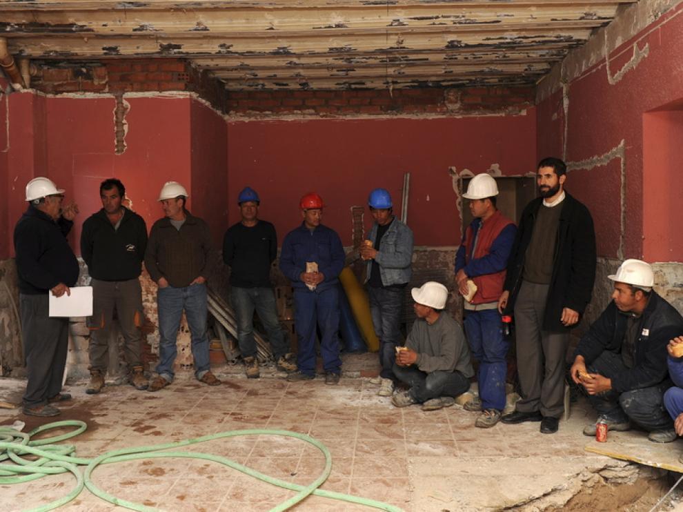 Algunos de los trabajadores, en las dependencias en obras del antiguo Ayuntamiento.