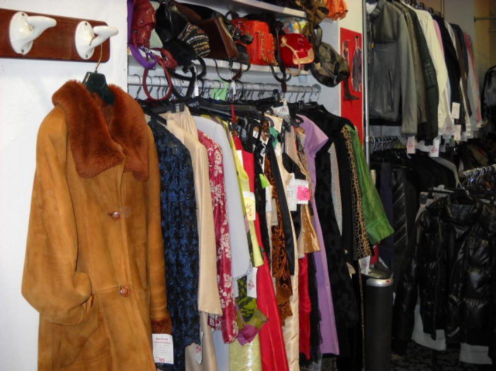 A Desván llega tanta ropa que han tenido que cerrar el cupo de recogida.