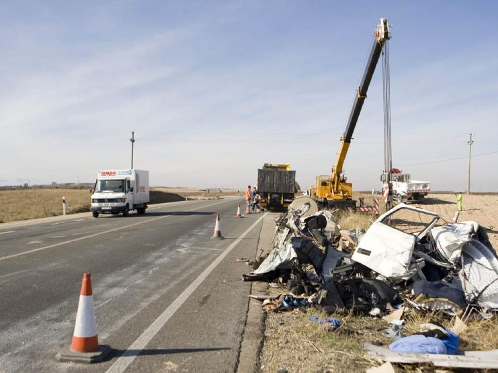 Restos de un accidente en la N-232 a la altura de Gallur
