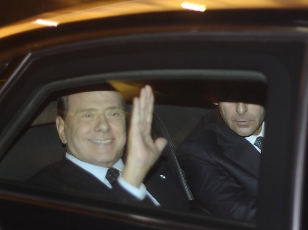 Berlusconi se desplazó al palacio del Quirinal, sede de la jefatura del Estado, para presentar su dimisión
