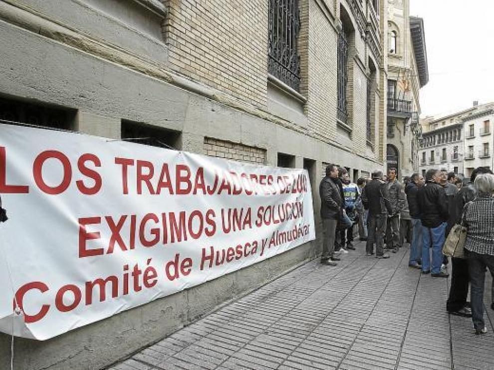 Los trabajadores se concentraron a las puertas del edificio de los juzgados, en el Coso.