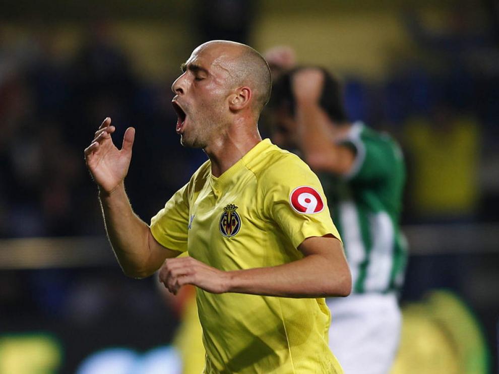 Borja Valero celebra el gol marcado al Betis
