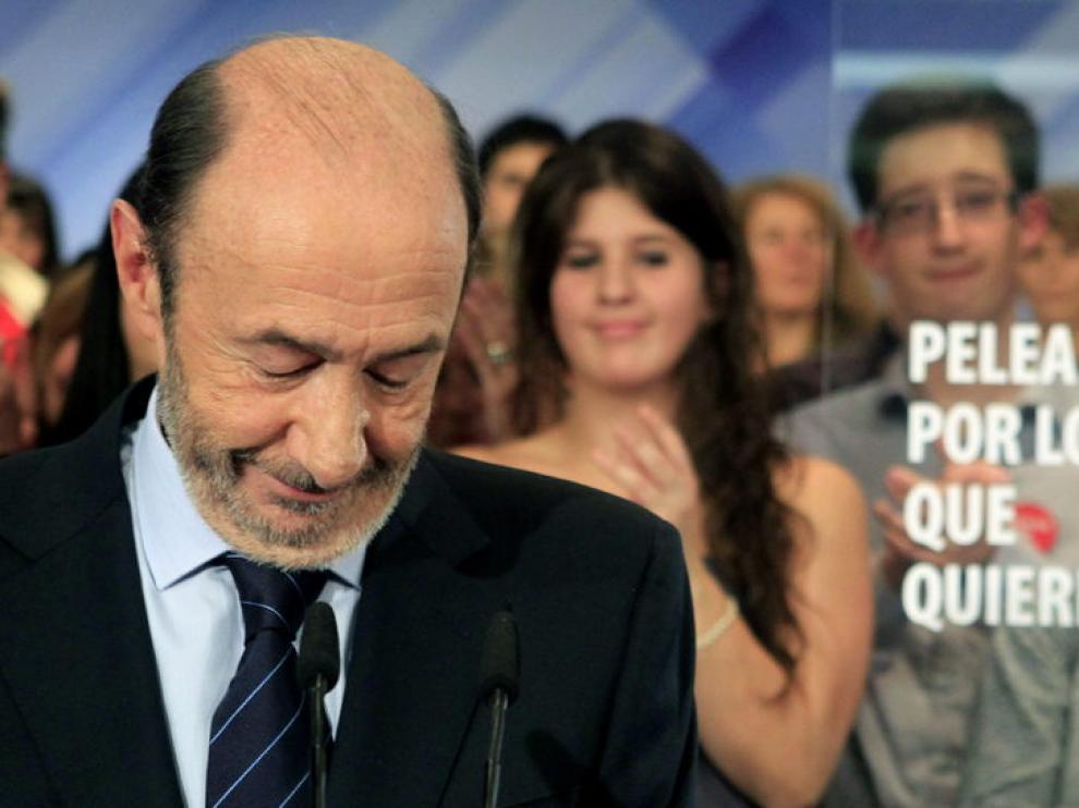 Rubalcaba en su comparecencia ante los medios tras las elecciones