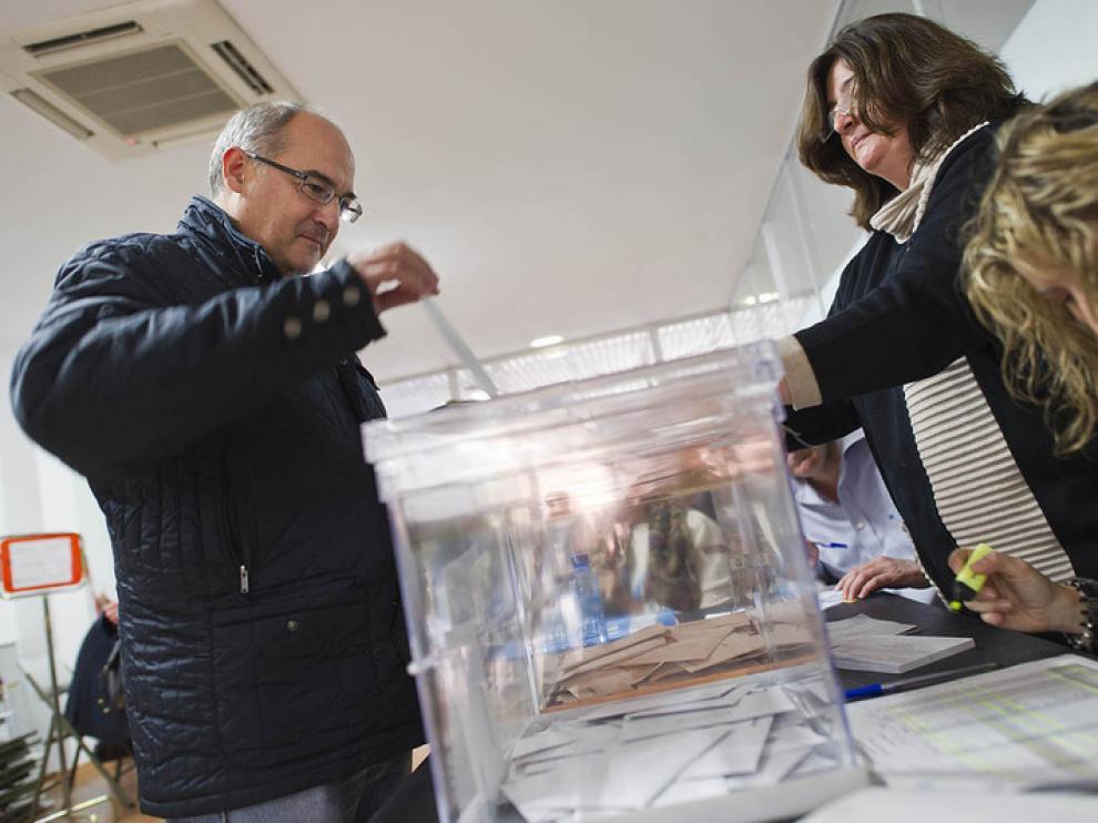 Los candidatos al Congreso y al Senado de diferentes formaciones políticas han acudido a votar a lo largo de la mañana.