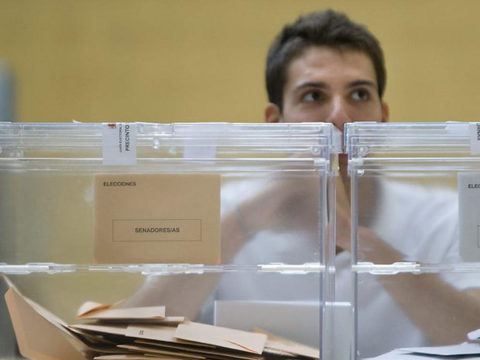 Mesa electoral en Sevilla
