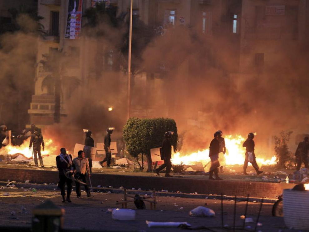 Enfrentamientos entre policía y manifestantes en la plaza Tahrir de El Cairo