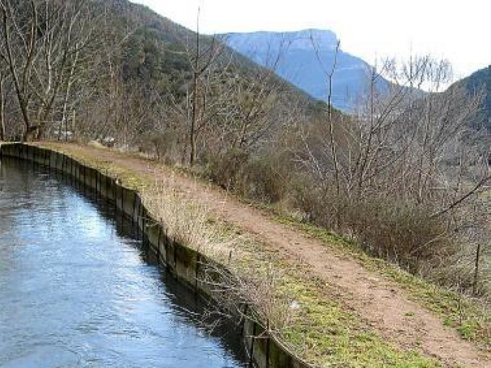 Jaca solo dispone de un abastecimiento de agua, que data de 1885.