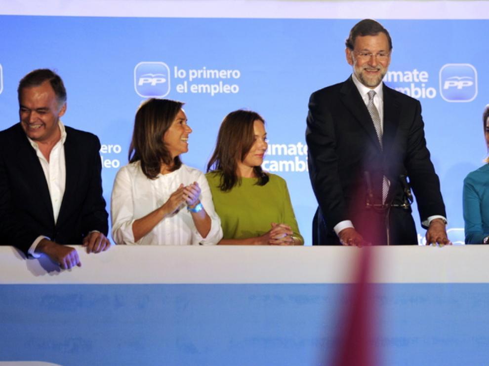Rajoy celebra su triunfo en Génova con la plana mayor del PP