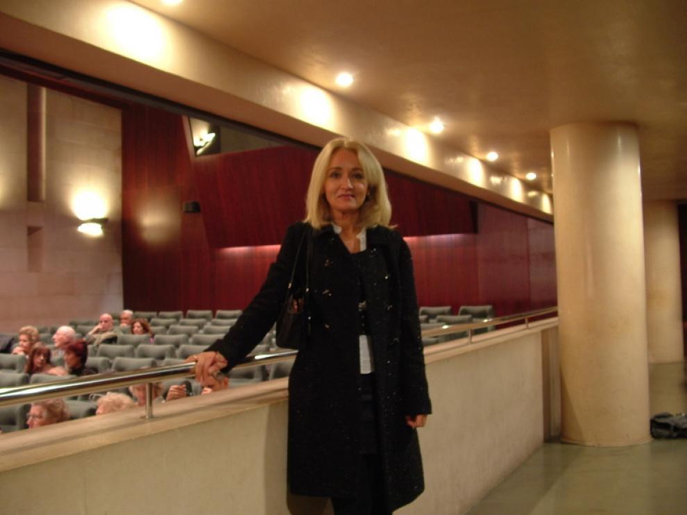 Elena Pérez, directora del IAM en Huesca, minutos antes de la proyección de 'Ágora', en la DPH.