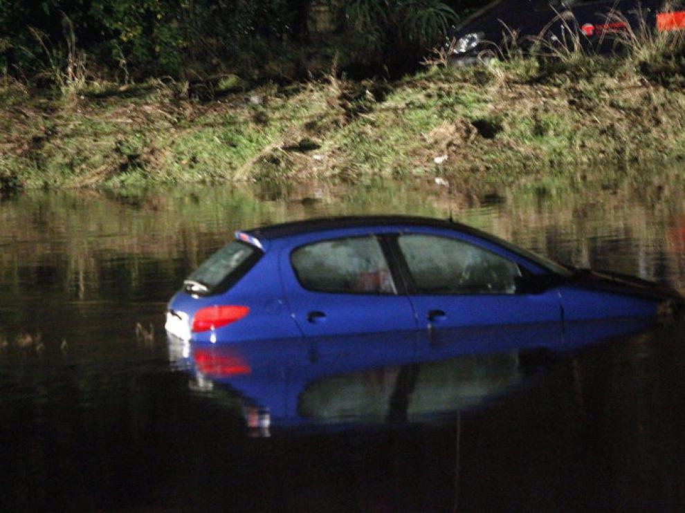 Vehículo arrastrado por la tromba de agua en Onda (Castellón)