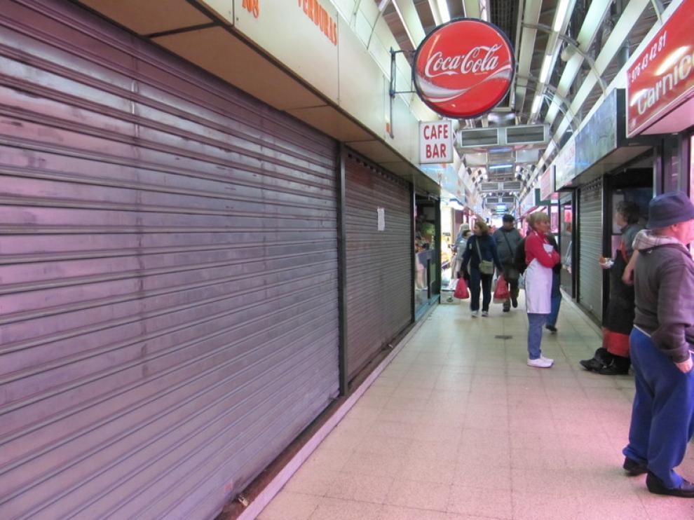Puestos cerrados en el Mercado Central