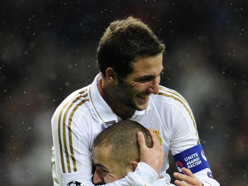 Karim Benzema celebra la victoria.