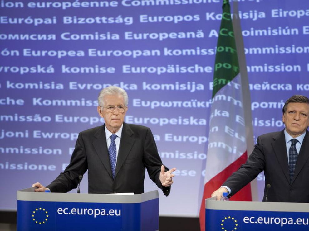 El primer ministro italiano, Mario Monti, y el presidente de la CE, Jose Manuel Durao Barroso