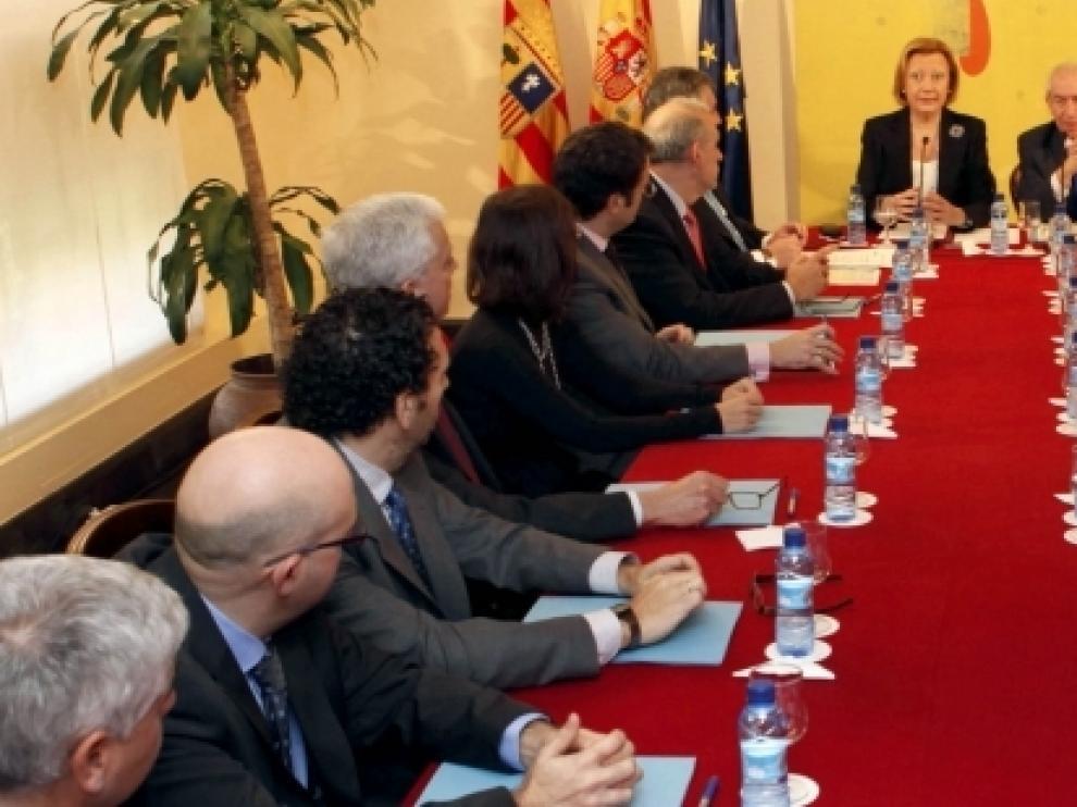 La presidenta de Aragón ha presidido el acto de constitución del Observatorio Aragonés del Comercio