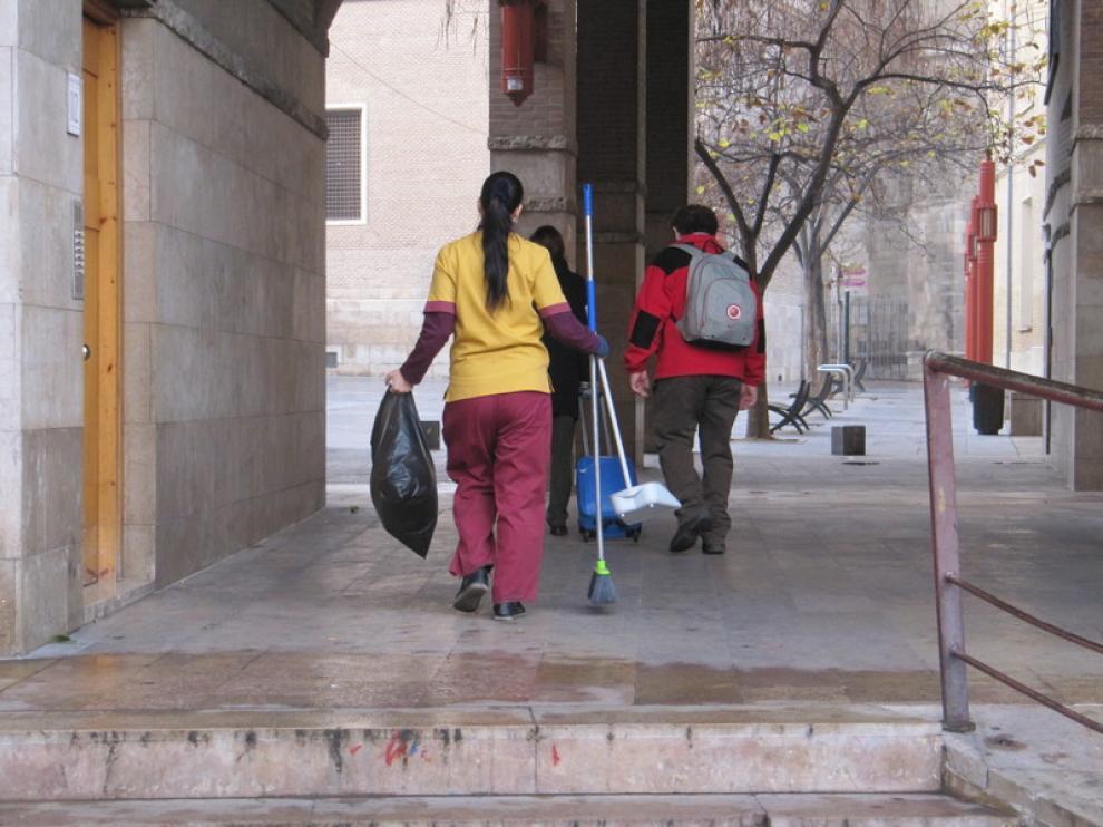 Una empleada de limpieza, en Zaragoza