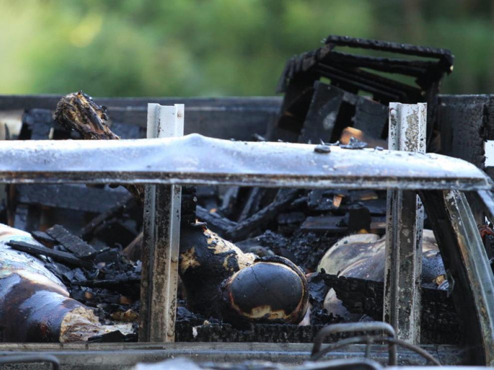 Uno de los vehículos donde se hallaron los cuerpos