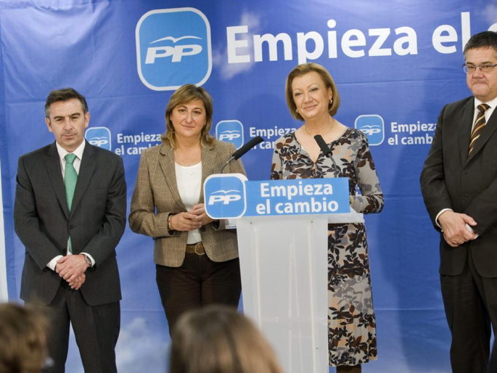 Luisa Fernanda Rudi acompañada de los presidentes provinciales del PP: Luis María Beamonte, Carmen Pobo y Antonio Torres