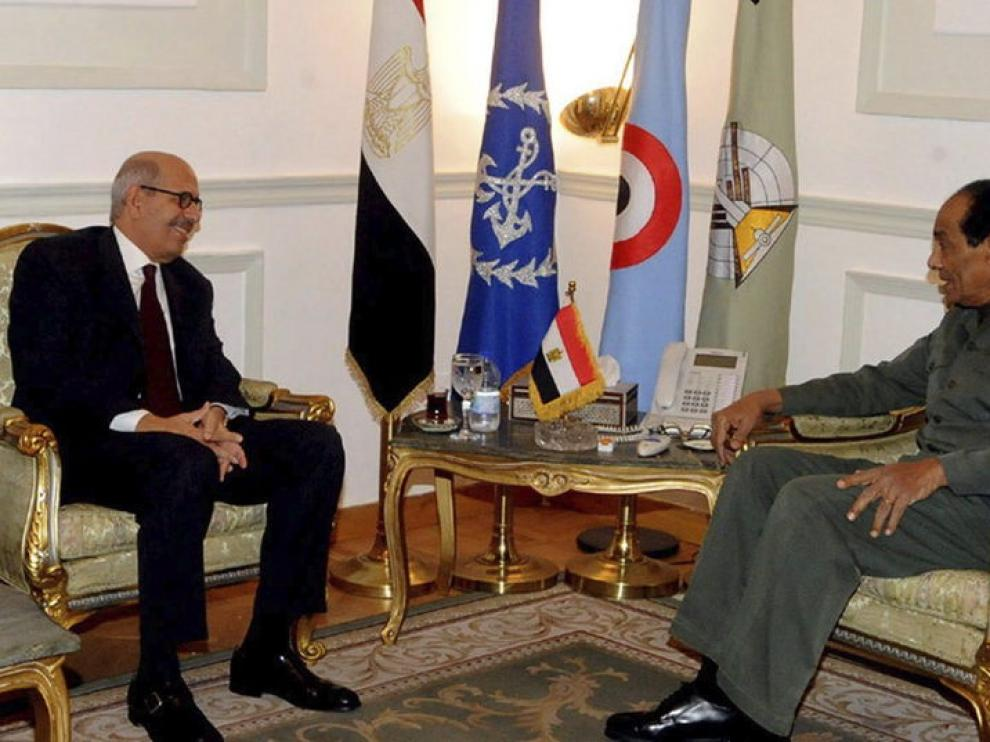 El jefe de la Junta Militar, Mohamed Hussein Tantami, se reunió ayer con El Baradei