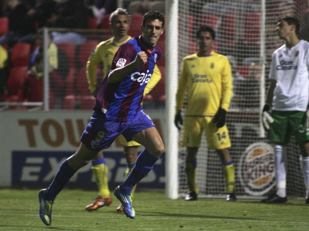Tras esta victoria, S.D. Huesca celebra su primer triunfo en el Alcoraz.