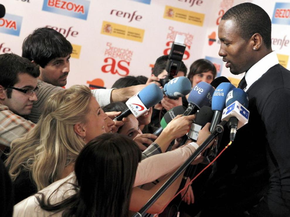 Serge Ibaka atiende a los medios durante la entrega de los premios 'As'