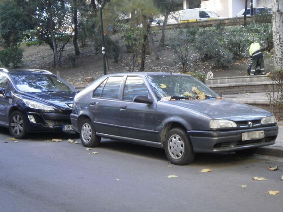 Coche abandonado en la calle José Pellicer