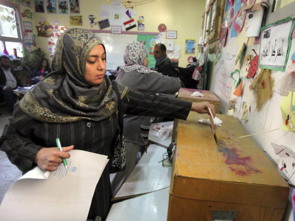 Una egipta vota en la segunda jornada electoral