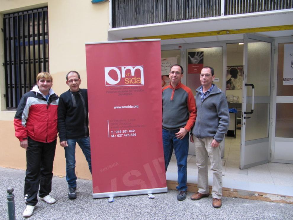 Varios voluntarios de OMSIDA (a la derecha, Jancho Barrios).