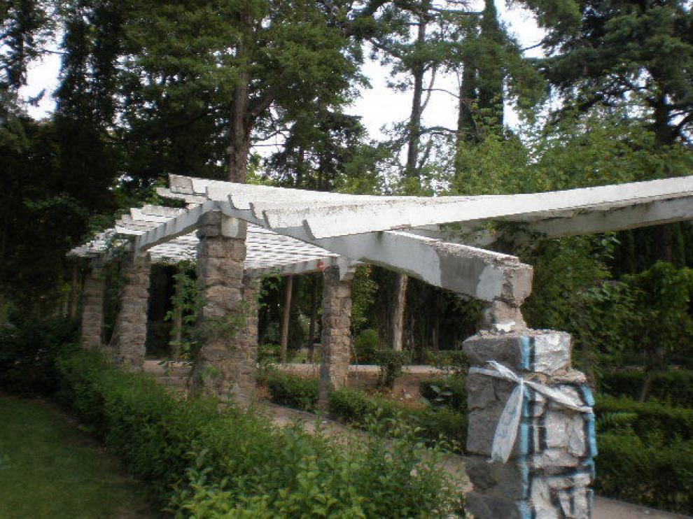 Estado en que se encontraban algunos elementos de la Rosaleda del Parque Grande