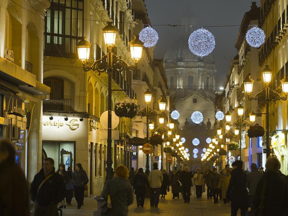 Ambiente navideño en la calle de Alfonso I