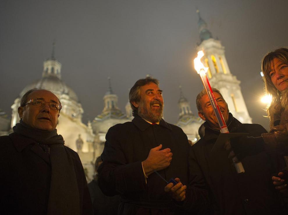 Juan Alberto Belloch en el momento de la inauguración del Belén y del mercadillo navideño