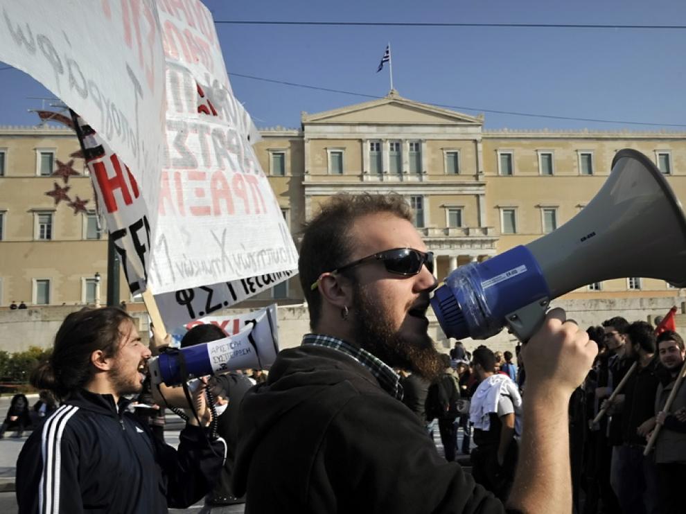 Varios manifestantes en la plaza Sintagma de Atenas