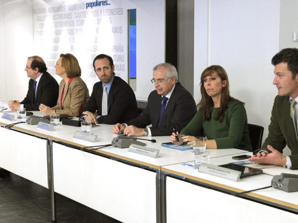 Rudi, segunda por la izquierda, en la reunión del PP en Madrid
