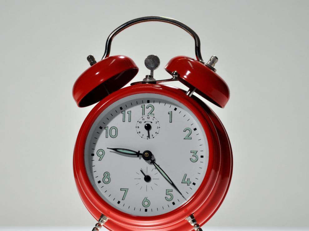 El reloj circadiano organiza las actividades corporales durante un período de 24 horas.