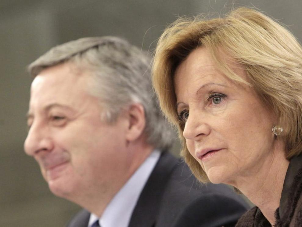 Los ministros José Blanco y Elena Salgado, durante la rueda de prensa del Consejo de Ministros