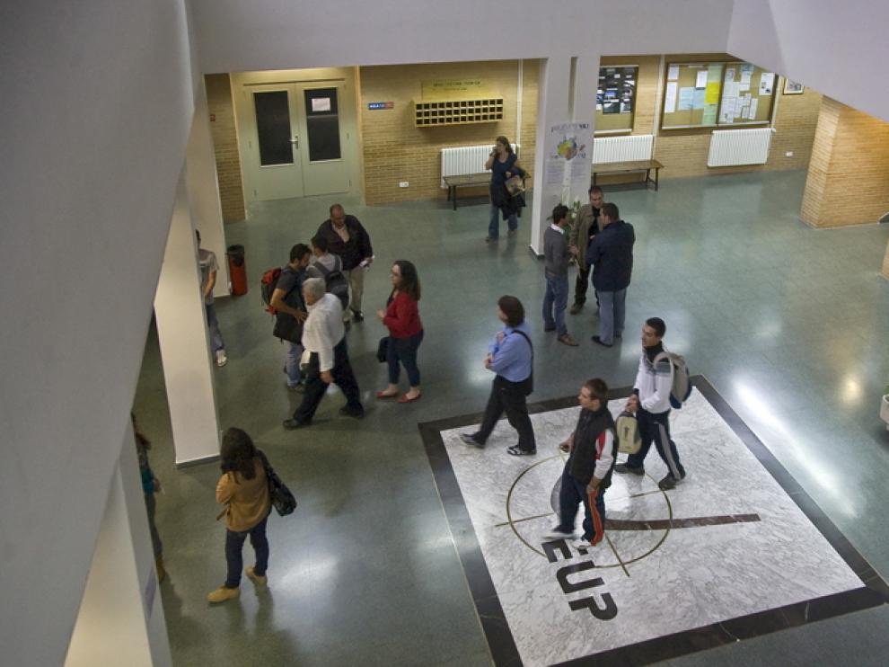 Hall del centro universitario de La Almunia