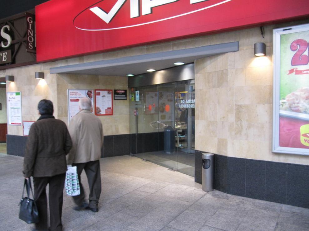 Tienda VIPS en Zaragoza, que cierra a la 1.30