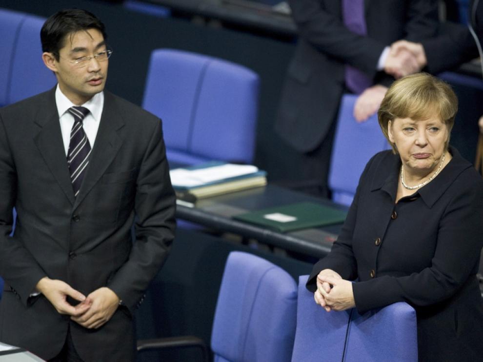 La canciller alemana Angela Merkel y el ministro de Economía